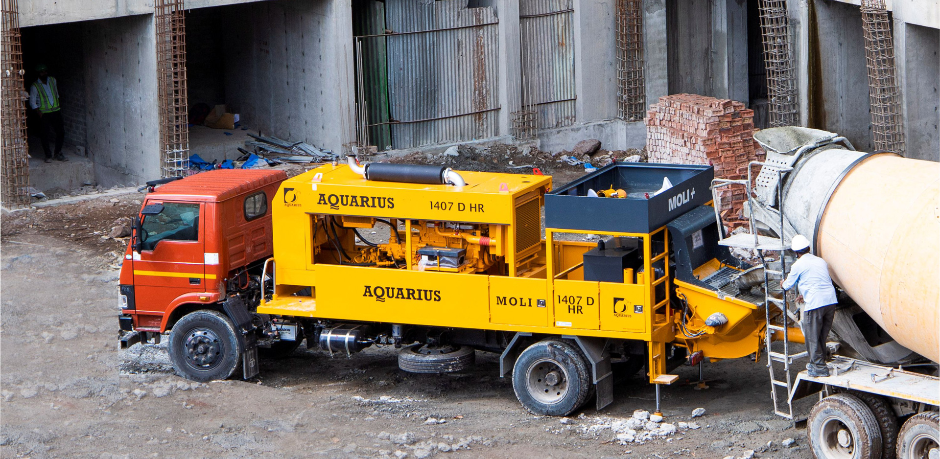 Aquarius 1407 D HR MOLI+ working at Amanora Gold Towers Project, Pune (60 m horizontal & 108 m vertical achieved)